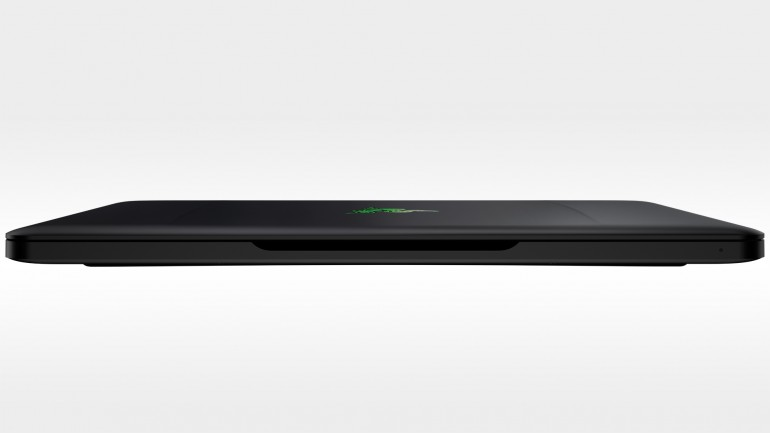 The new model holds on to its predecessor's 2.03 kg (4.47 lbs) weight, and comes in at the same 17.8 mm (0.7 in) thickness